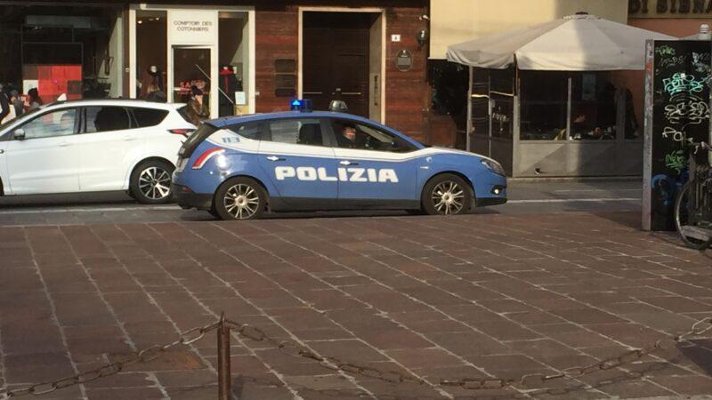 Era ai domiciliari ma andava in giro a derubare persone anziane: arrestata una 54enne a Bologna
