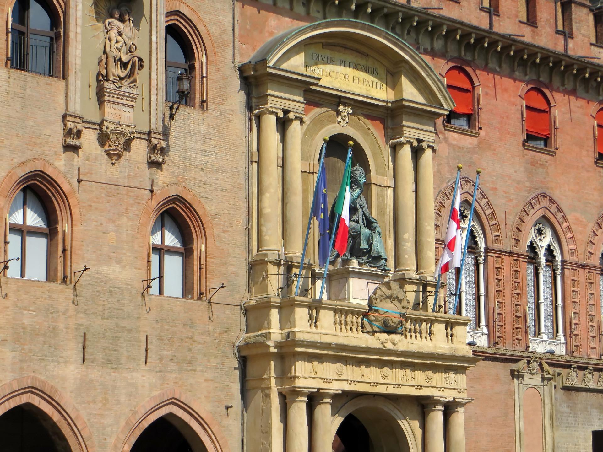 Bologna, dal 17 ottobre chiuse le Piazze Verdi e Aldrovandi: arriva la decisione del Sindaco Merola