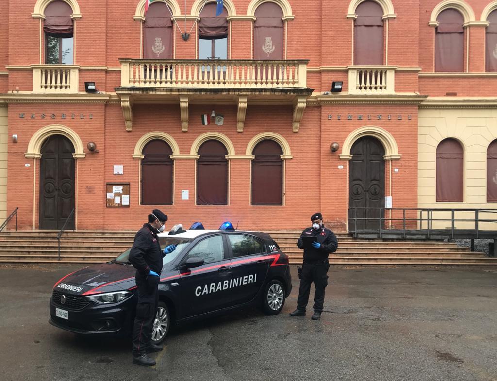 Diverse minacce con un coltello, lividi e ferite sotto il mento: arrestato per maltrattamenti un marocchino in Valsamoggia