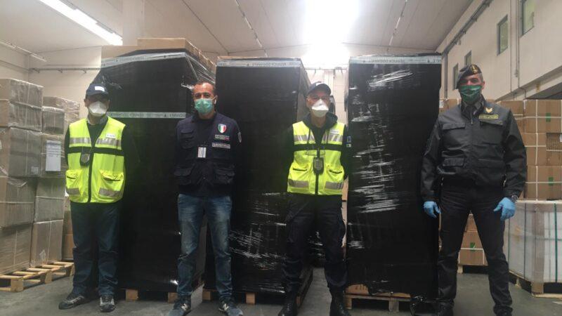 70.000 mascherine cinesi introdotte illecitamente sul territorio: intervengono la Guardia di Finanza e la Dogana di Bologna