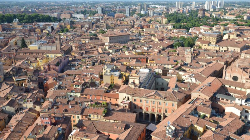 Coronavirus, 11 casi in 7 istituti scolastici nel bolognese. Una classe in quarantena