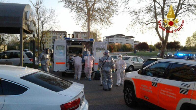 Castel Maggiore, presunto caso di Coronavirus in un hotel: vigili del fuoco in azione per bonificare e decontaminare l'area