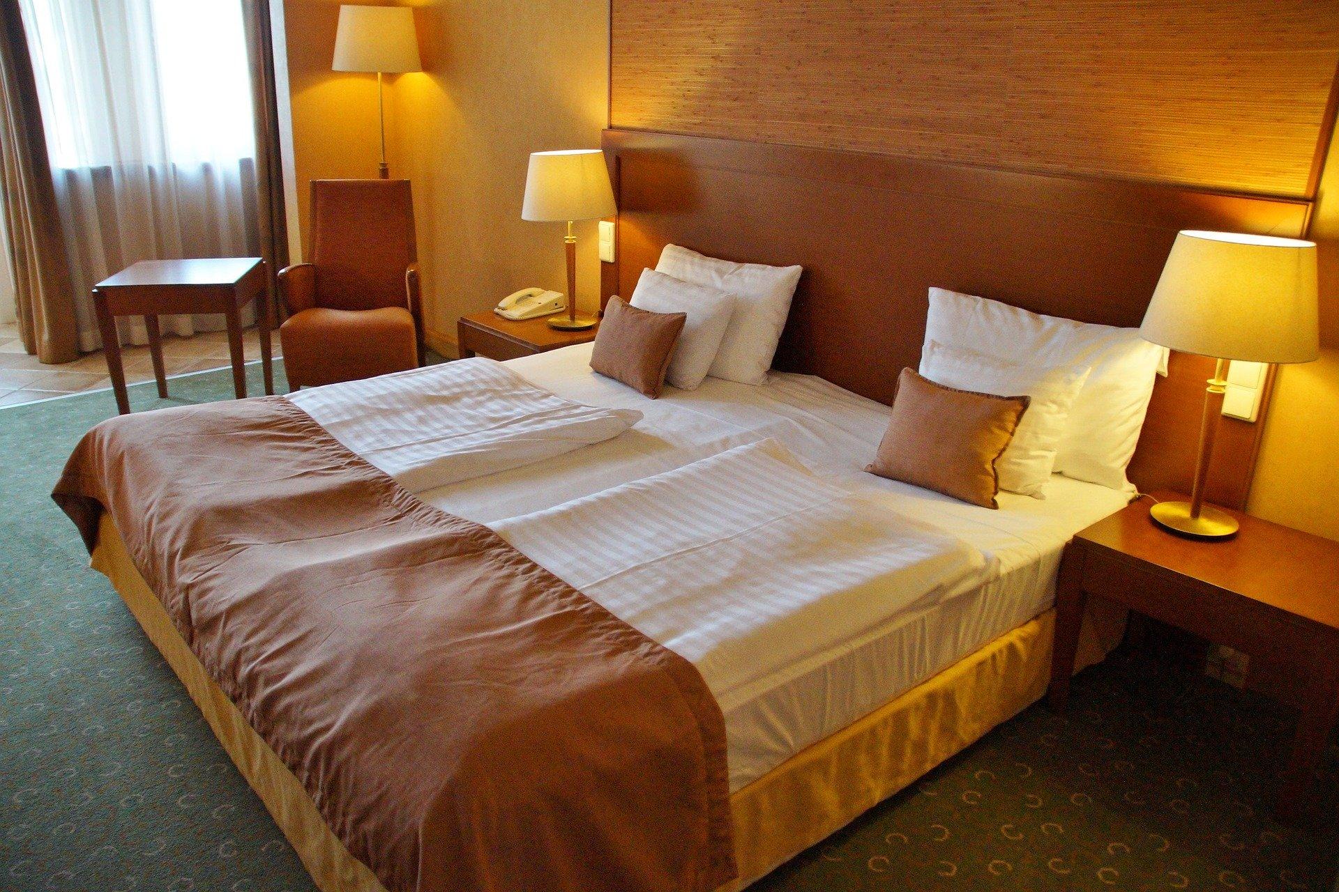 E-R turismo: le linee guida per alberghi, campeggi, residence, villaggi turistici e marina resort