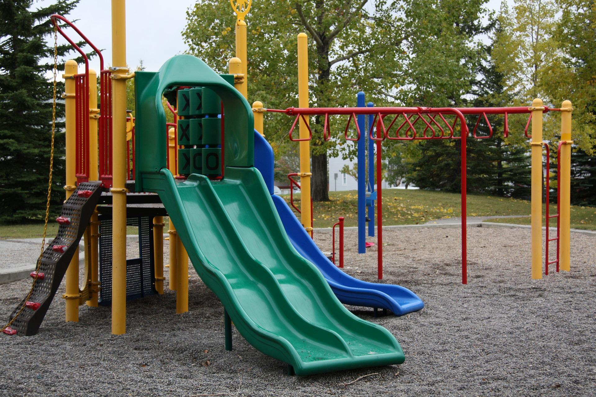 Bologna, dal 12 giugno riaprono le aree giochi nei parchi