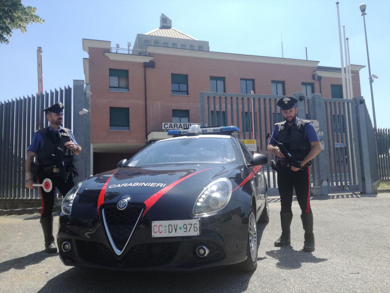 Comprano un auto con un assegno falso e la spediscono in Romania: tre persone denunciate nel bolognese