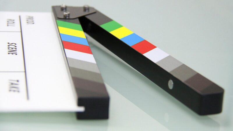 Cinema, riaprono i set in Emilia-Romagna: si ricercano specialisti in film, medici e materiale sanitario per le riprese post-Covid