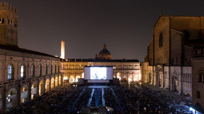 """Bologna, torna il grande schermo in piazza Maggiore: il festival """"Il Cinema Ri-trovato"""" si terrà a fine agosto"""