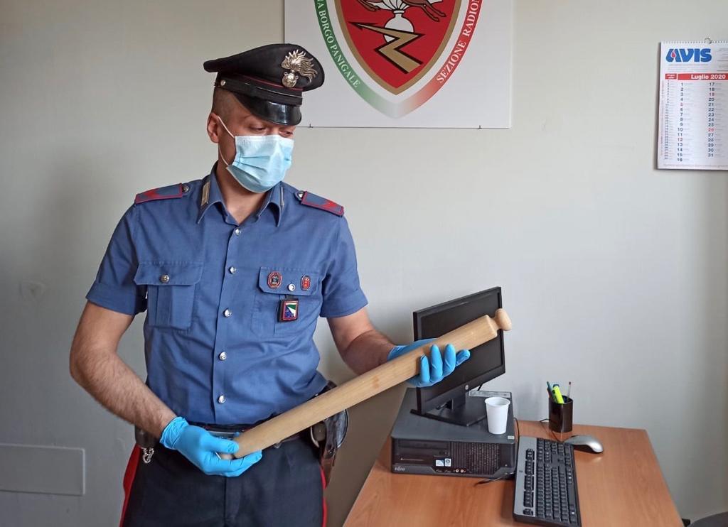 Picchia il figlio con il mattarello: arrestato un 47enne nel bolognese dai Carabinieri