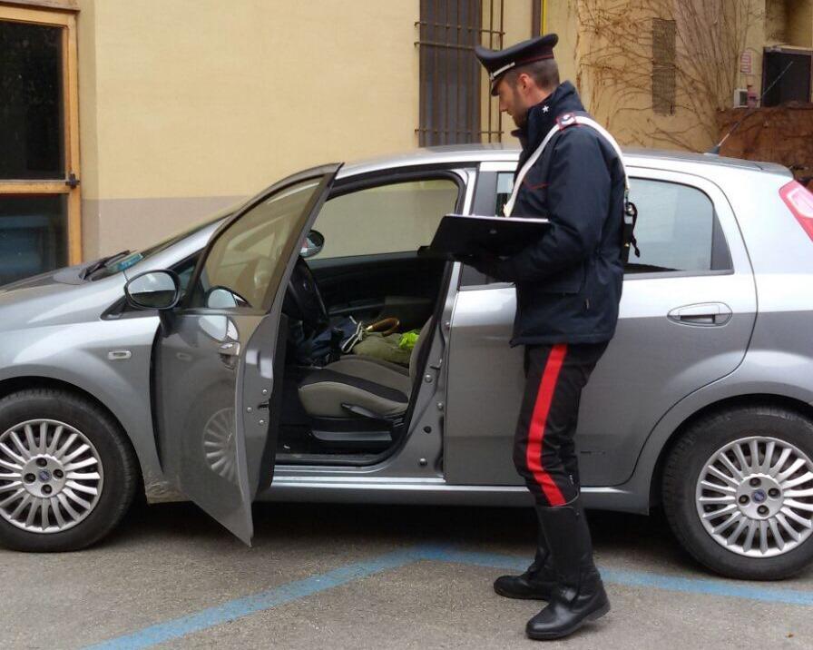 Abbandonano il figlio di due anni in auto per andare a rubare: arrestata una coppia di criminali armeni