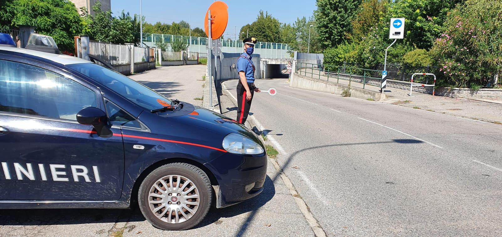 In panne con l'auto rischiano di annegare nel sottopasso allagato: nel bolognese famiglia salvata dai Carabinieri