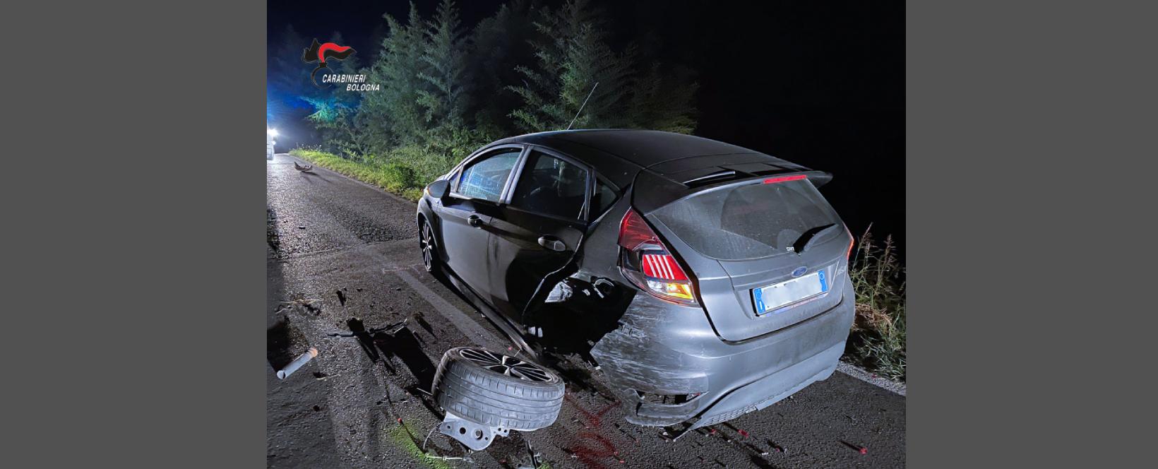 Ubriaco e senza patente sfugge all'alt dei Carabinieri e tampona un automobilista: arrestato un 32enne italiano
