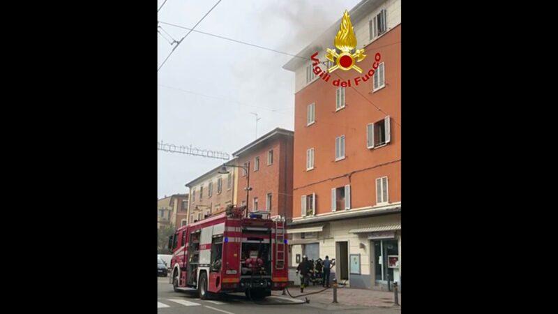 Casalecchio di Reno, incendio in un palazzo: alcune persone evacuate dai Vigili del Fuoco