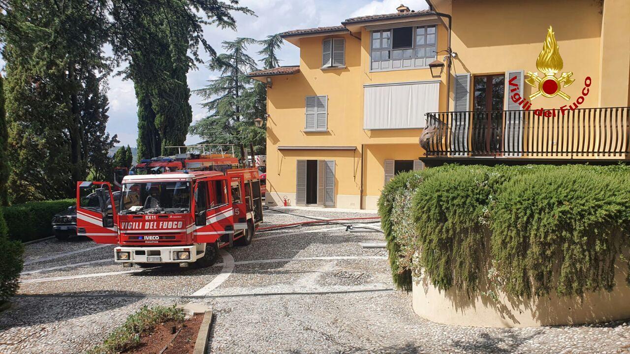 Bologna, incendio in un seminterrato dopo una fuga di gas: un uomo tratto in salvo dai Vigili del Fuoco