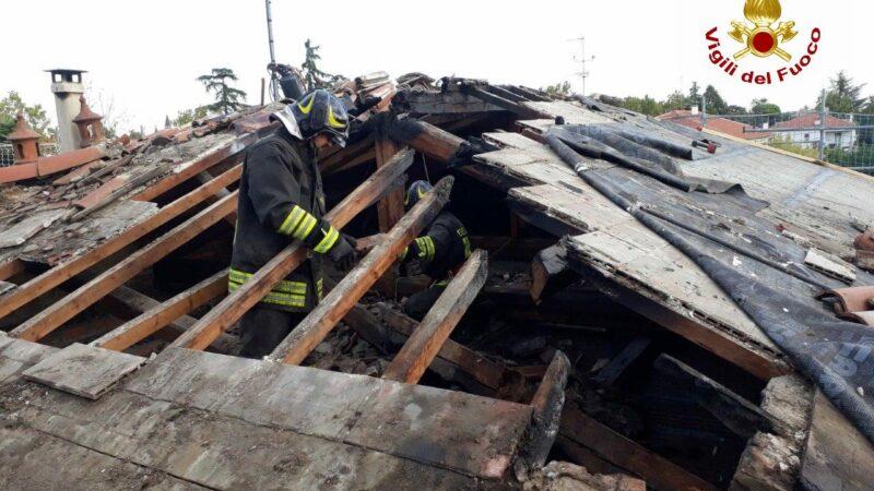 Brucia il tetto di una villa: a Imola intervengono i Vigili del Fuoco