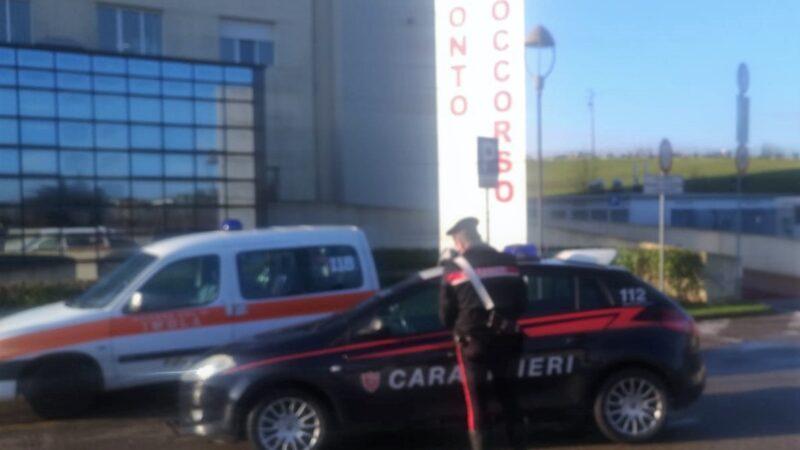 Imola, lo colpisce con una spranga e l'altro reagisce accoltellandolo: due persone denunciate dai Carabinieri