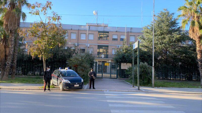 Contrae debiti con un altro imprenditore e lui assolda dei killer per ucciderlo: quattro persone arrestate