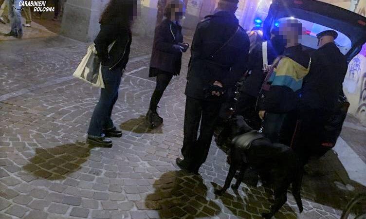 Non volevano indossare la mascherina: una decina di persone sanzionate a Bologna e in provincia