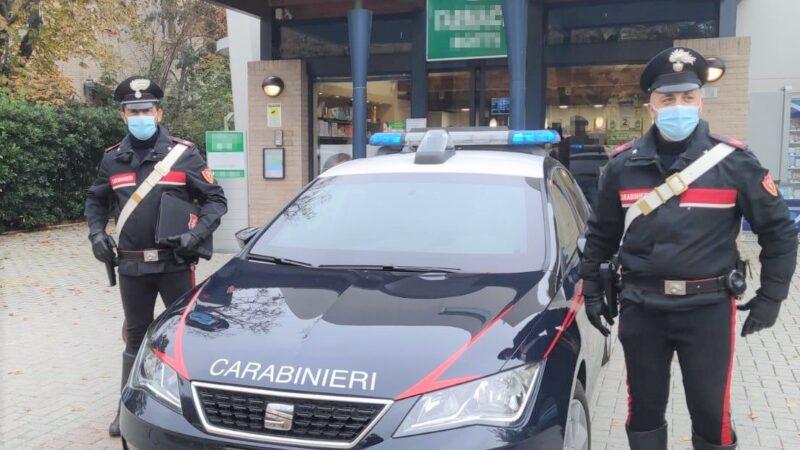Cerca di truffare una farmacista ma viene fermato da un Carabiniere libero dal servizio: denunciato un 37enne