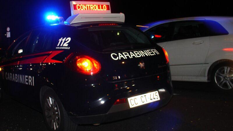 Distrugge i finestrini di otto automobili per rubare: arrestato a Bologna un 26enne moldavo