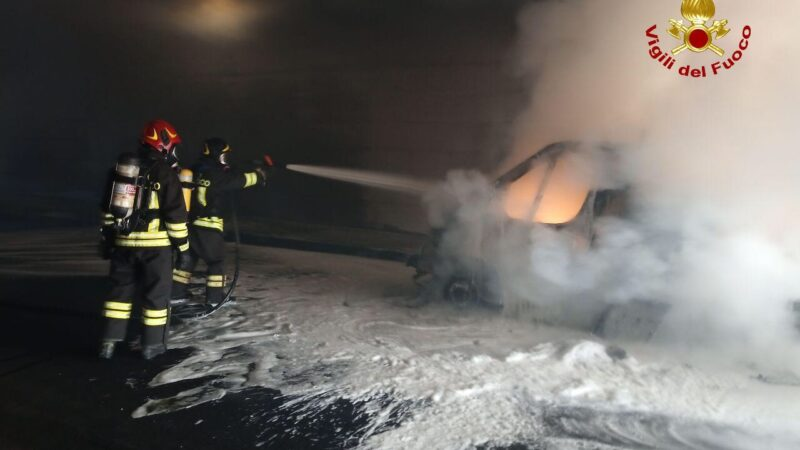 A fuoco un camion che trasportava gasolio: ad Anzola dell'Emilia intervengono i Vigili del Fuoco