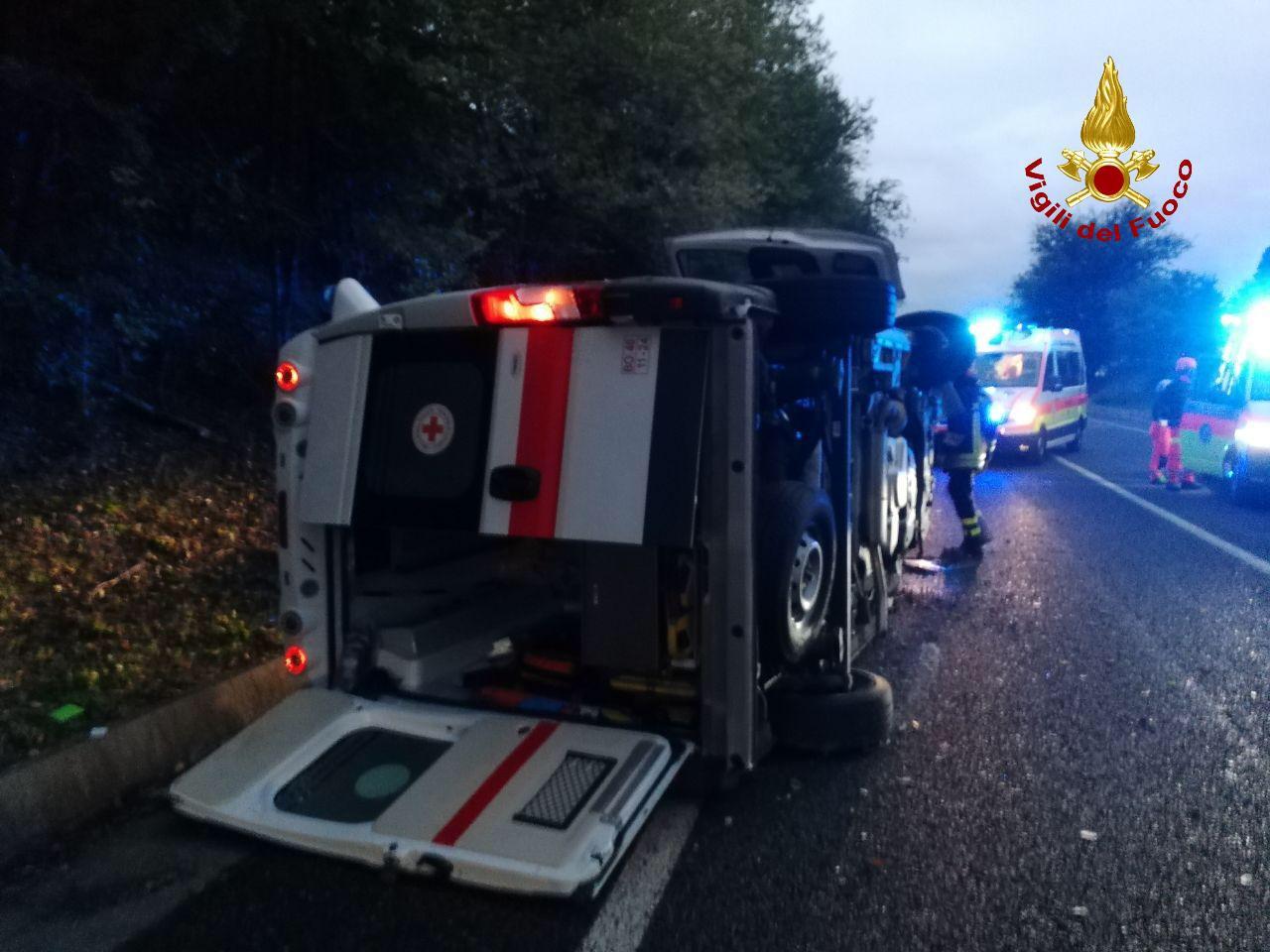 Sasso Marconi, scontro tra due auto e un'ambulanza: cinque le persone rimaste ferite